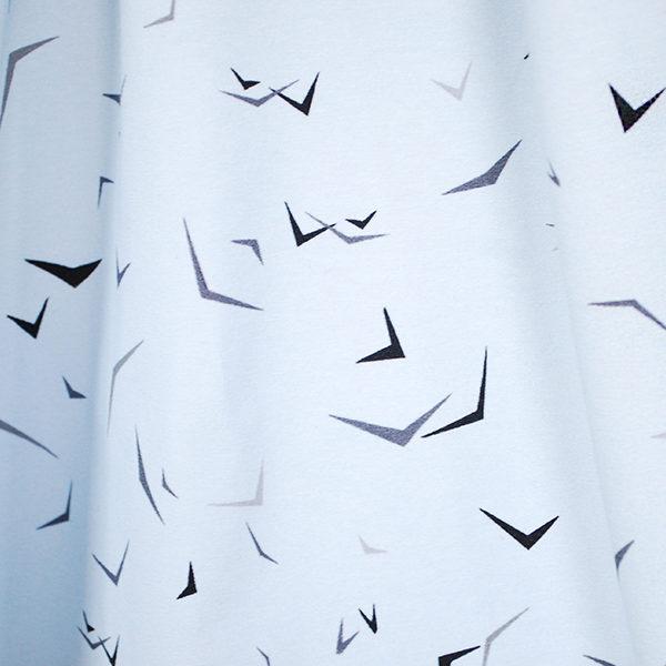 bedruckter_Bio_Jersey_Vogelschwarm_eisblau
